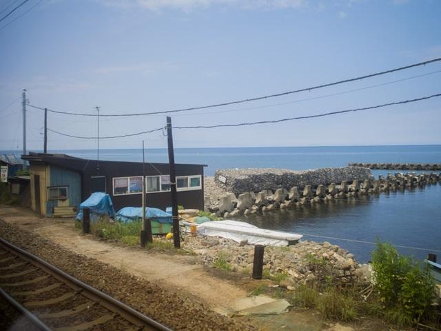 函館本線で銭函駅通過後の景色