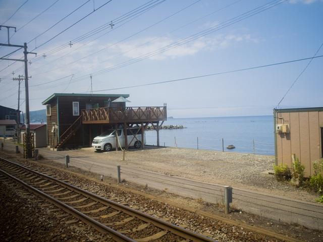 函館本線で朝里駅通過時の景色