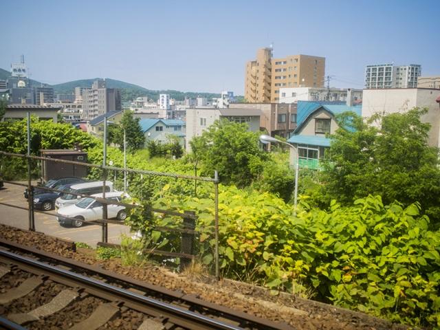 南小樽駅通過後に見た手宮線跡