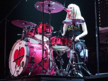 Avril_Lavigne_Drum.jpg