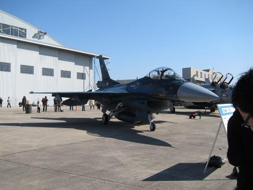 小牧オープンベース 展示機(F-2)
