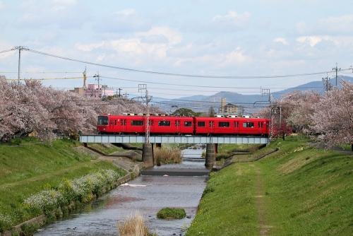 名鉄豊川線・佐奈川桜並木2