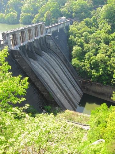 木曽川川上り 探訪台から望む丸山ダム