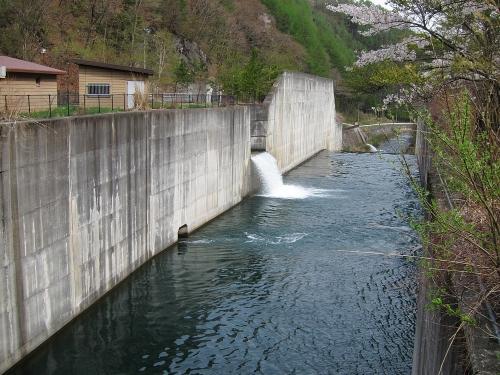 木曽川川上り 味噌川ダム放水