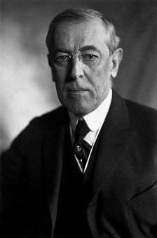 Thomas_Woodrow_Wilson,_Harris__Ewing_bw_photo_portrait,_1919