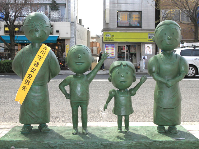 Setagaya_Sazaesan_Family_Statue_2.jpg