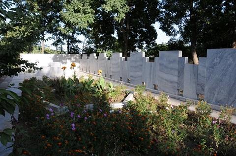 Tashkent_Japanese_Cemetery_(Yakkasaray)_01aug2009-07.jpg