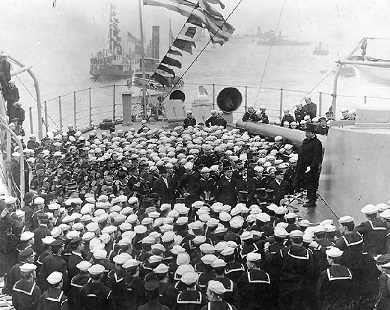 Tr_great_white_fleet_tr_addresses_USS_Connecticut_Feb_1909.jpg