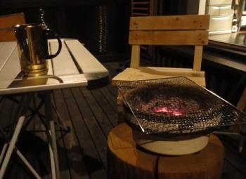 201408 造ったイスで早速ベランダ焼肉