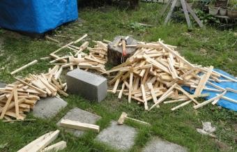 201409 もらった建築端材で焚付けを作る
