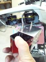 グロムのテールランプのボルト幅