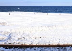 線路・雪原・オホーツク海・空