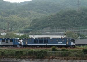 8864レ(=EF64-1049(本務機)+EF210-120(ムド))