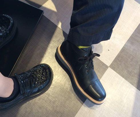 5)黒いブーツ