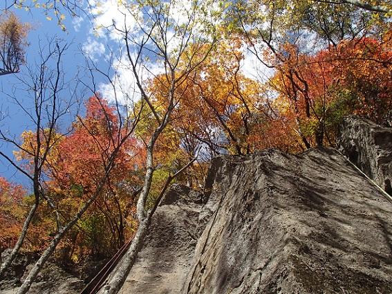 湯川の岩場