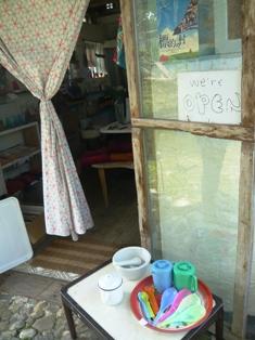 ぶどり商店:外観2