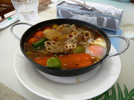 ハイタイドカフェ:季節の島野菜のスープカレー