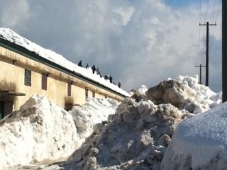 散歩8雪下ろし