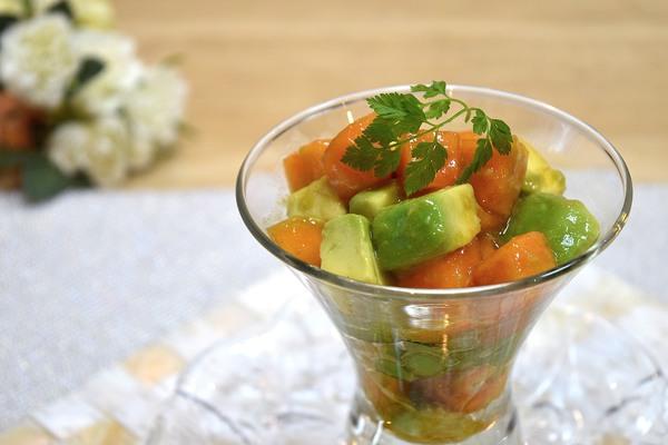 柿とアボカドの和風カクテルサラダ♪600