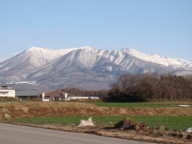 通勤途中の山