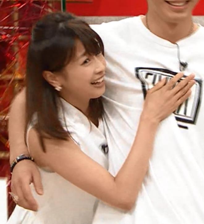 加藤綾子 男に抱き付くキャプ・エロ画像2