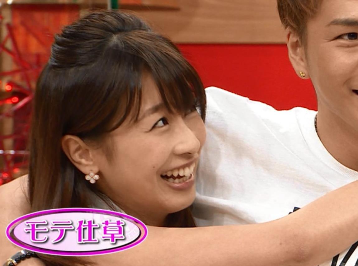 加藤綾子 男に抱き付くキャプ・エロ画像6