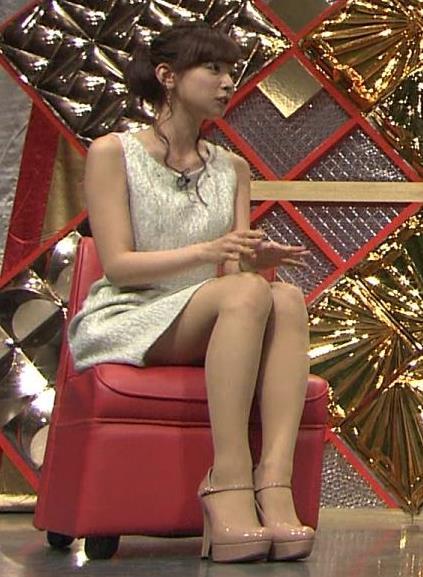 皆藤愛子 ミニスカ太ももを低い位置から撮影