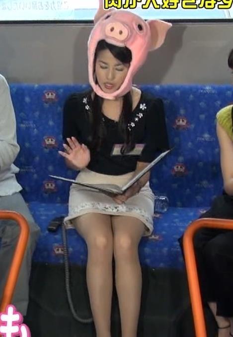 永島優美 ミニスカ太もも&▼ゾーン&変な被り物