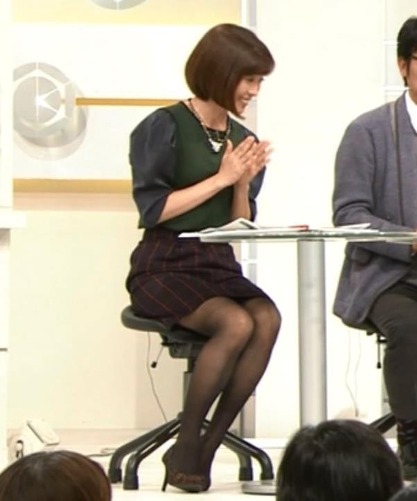 中村慶子 黒ストッキングのミニスカ太もも(NHKアナ)