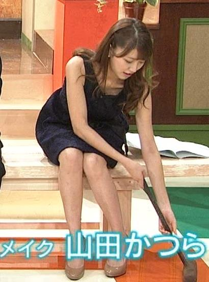 三田友梨佳 ミニスカ美脚