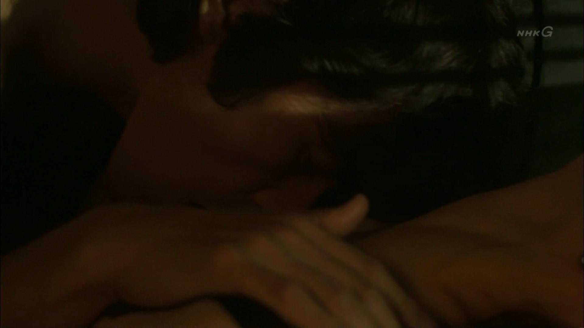 石田ゆり子 NHKのドラマで濃厚ラブシーンキャプ・エロ画像15