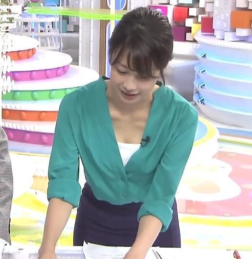 加藤綾子 ちょっと胸ちら(めざましテレビ 20141123)