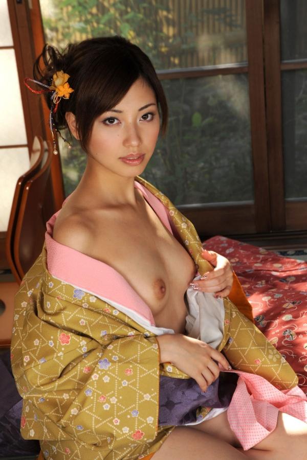 横山美雪 細身美女の妖艶な着物ヌード画像76枚の1