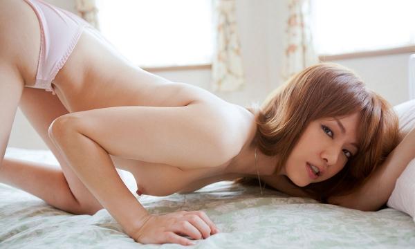 吉沢明歩 色白美乳と美脚を広げまんこが露わなM字開脚エロ画像012.jpg