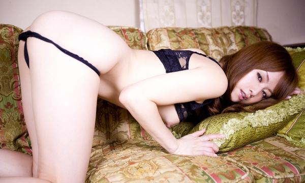 吉沢明歩 色白美乳と美脚を広げまんこが露わなM字開脚エロ画像023.jpg