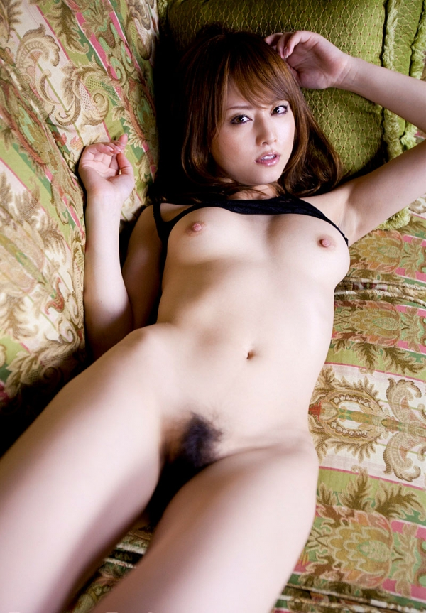 吉沢明歩 色白美乳と美脚を広げまんこが露わなM字開脚エロ画像029.jpg