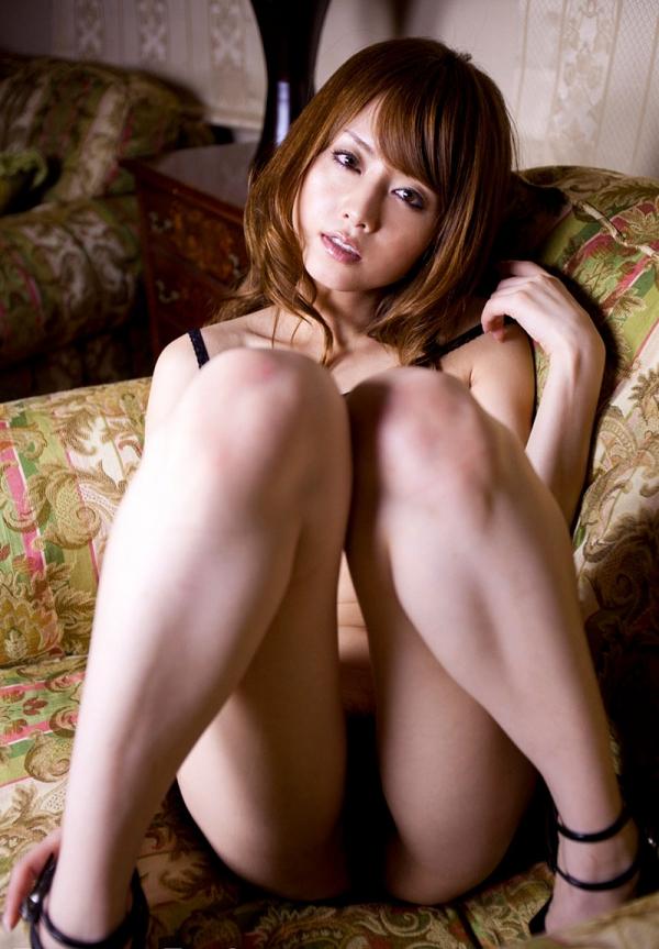 吉沢明歩 色白美乳と美脚を広げまんこが露わなM字開脚エロ画像032.jpg
