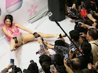 上海成人展2014開幕 日本の人気AV女優が登場で会場パニック状態