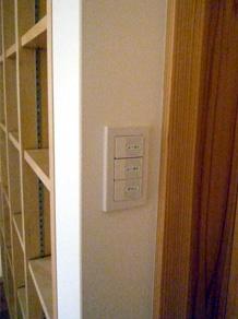 スイッチ(寝室出入口)