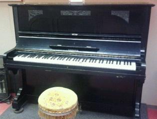 mampei-piano.jpg