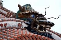 正殿の屋根の上の龍
