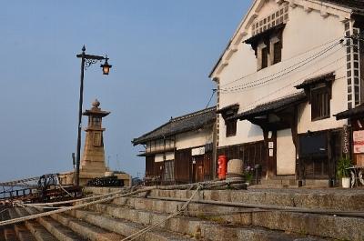 鞆の浦のシンボル常夜燈と雁木