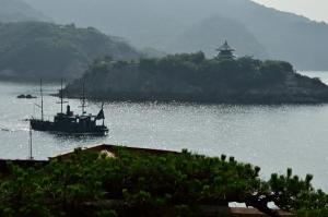 対潮楼から見た弁天島と平成のいろは丸