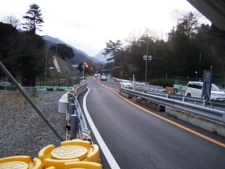 山崎交差点の先_H22.03.22撮影