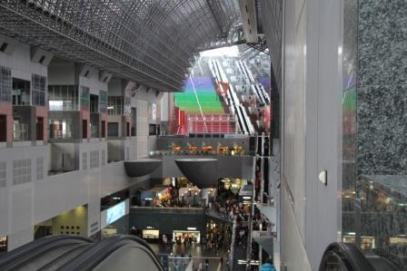 烏丸小路広場から見た大階段_H26.02.09撮影