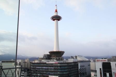 東広場から見える京都タワー_H26.02.09撮影