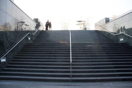 屋上へ向かう階段_H26.02.09撮影