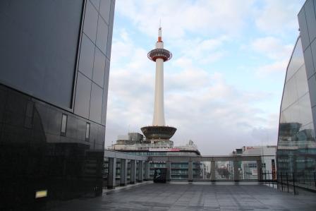 烏丸小路広場から見た京都タワー_H26.02.09撮影