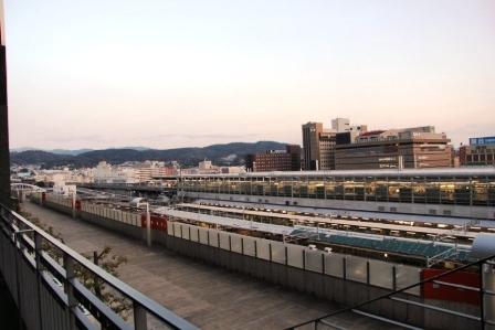 新幹線ホームと東山_H26.02.09撮影
