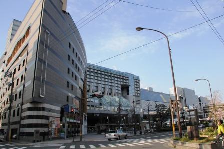 店前から見える京都駅ビル全景_H26.04.06撮影
